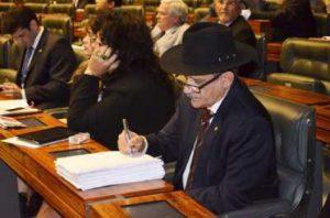 Deputado Luiz Carlos Ramos apresenta parecer favorável em projeto de lei que regulamenta o exercício da profissão de Técnico de Segurança do Trânsito