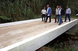 Pezão vistoria quatro pontes reconstruídas em Nova Friburgo