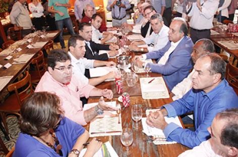 Governador e prefeitos discutem Consórcio Intermunicipal de Saúde da Região Serrana