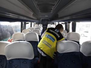 Três ônibus são tirados de circulação em operação do Detro em Friburgo