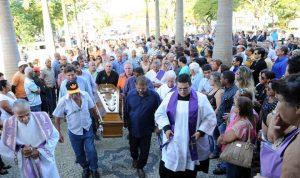 Comoção marca despedida do prefeito de Quissamã, Octávio Carneiro