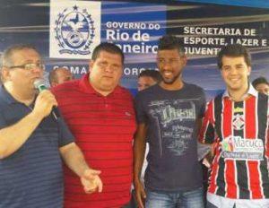 Escolinha do Léo Moura atende centenas de crianças em Macuco