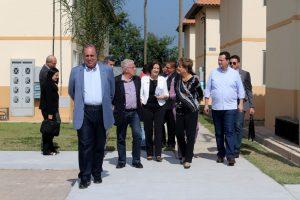 Dilma e Pezão entregam Minha Casa Minha Vida em Maricá