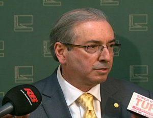 Cunha arquiva quatro pedidos de impeachment contra Dilma