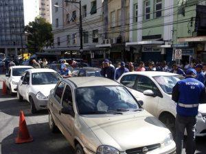 Operação Pavio Curto recolhe 64 veículos em Petrópolis