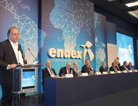 Pezão participa da abertura da 34ª ENAEX