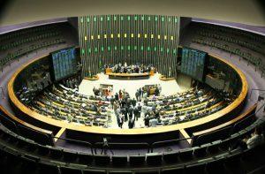 Adiada votação de PEC que vincula salários da AGU aos dos ministros do STF