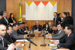 Líderes rejeitam afastar Cunha da presidência