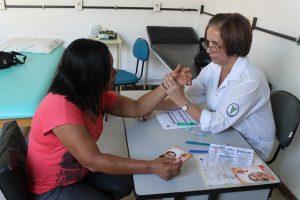 Secretaria de Saúde promove campanha sobre hanseníase em Macuco