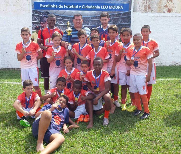 Bola rola para o Campeonato do Calcário de Escolinhas de Futebol