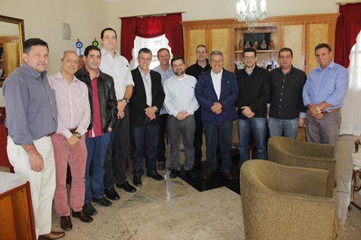 Ex-jogador de basquete apresenta projeto de Camp de Basquete à Prefeitura de Nova Friburgo