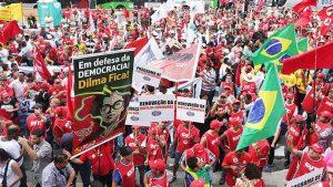 Ato desta quinta ficou dividido entre apoiadores e críticos de Dilma