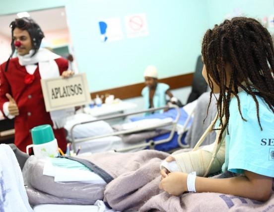 Voluntários desenvolvem atividades humanizadas nas unidades da rede estadual de saúde