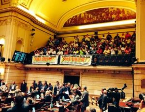 Câmara de Vereadores aprova lei que proíbe Uber; multa será de R$ 2 mil