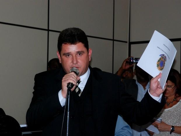 Câmara aprova CP e prefeito de Teresópolis, é afastado do cargo