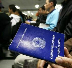 Brasil deve perder 1 milhão de vagas com carteira assinada em 2015, prevê estudo