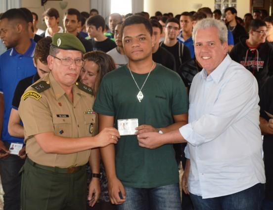 Jovens cordeirenses são dispensados do serviço militar e prestam juramento à Bandeira Nacional