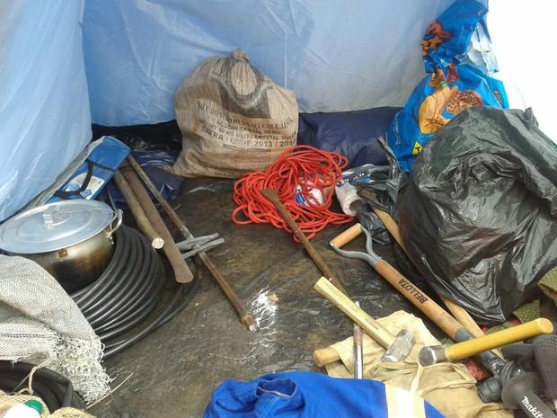 Polícia ambiental flagra extração ilegal de recursos minerais em parque