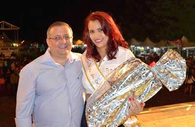 Thaís Santos é eleita Rainha da Expo-Macuco 2015