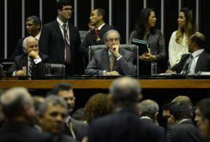 Peemedebistas pressionam Cunha a dar seguimento a pedidos de impeachment