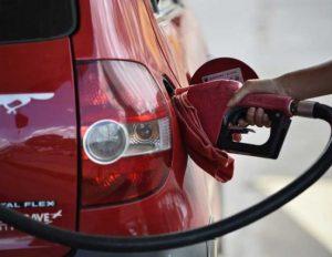 Com aumento de contribuição, gasolina deve passar de R$ 3,55 para R$ 4,05