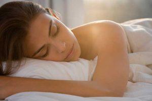Estudo revela que dormir pouco é tão prejudicial à saúde quanto fumar