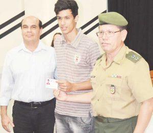 Prefeitura de São Sebastião do Alto faz entrega dos certificados de reservistas