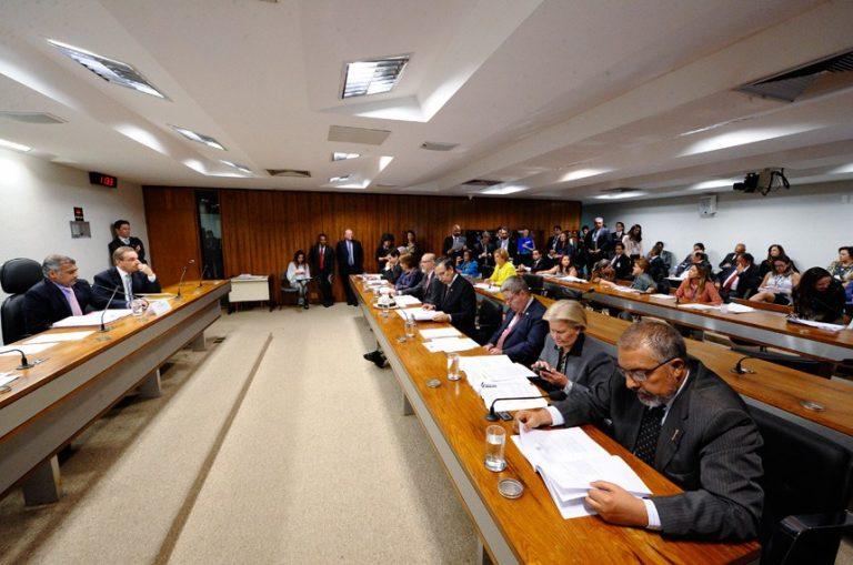 Confirmada em comissão, política de assistência a universitários segue para a Câmara