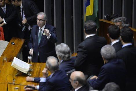 'Não vou renunciar a meu mandato, vou persistir', diz Eduardo Cunha