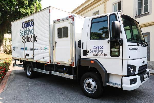 Prefeitura é Contemplada com Caminhão para Coleta Seletiva e Plano Municipal de Saneamento Básico