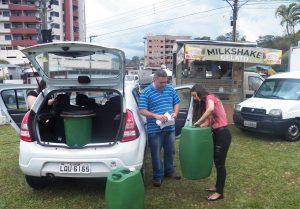 Meio Ambiente de Cordeiro coleta óleo vegetal saturado no Food Truck