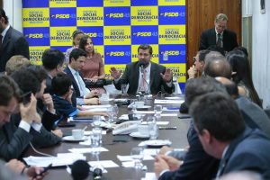 PSDB na Câmara agora decide pedir saída de Cunha