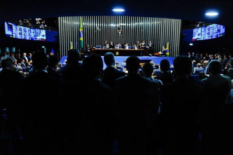Plenário do Senado decide manter prisão de Delcídio