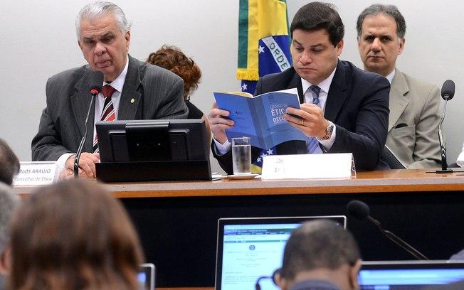 Deputados aprovam e Conselho de Ética vai investigar Cunha
