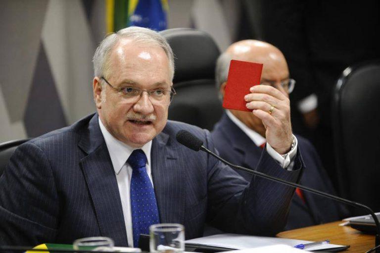 Ministro do STF suspende comissão do impeachment Ministro do STF suspende comissão do impeachment