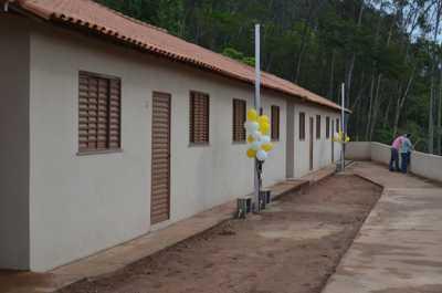 Prefeitura de São Sebastião do Alto entrega 10 casas populares