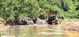 Programa 'Limpa Rio' é iniciado em Macuco