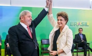 Dilma dá posse a Lula e critica divulgação de conversas telefônicas