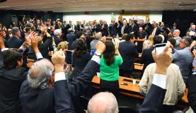 Data limite para PMDB deixar cargos no governo é 12 de abril, dizem líderes