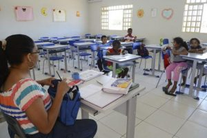 Mais da metade dos estados não paga o piso salarial aos professores, diz CNTE