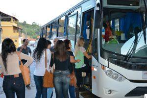 Centenas de universitários macuquenses recebem transporte gratuito