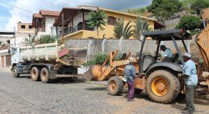Prefeitura de Macuco recolhe toneladas de entulhos nos bairros