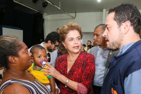 Dilma pede paz e respeito às manifestações deste domingo