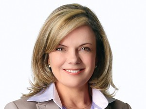 Gleisi Hoffmann é eleita para substituir Delcídio na presidência da CAE