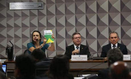 Impeachment: advogada pede que senadores considerem denúncias de corrupção