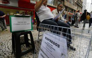 Por hora, 282 pessoas ficam desempregadas no Brasil
