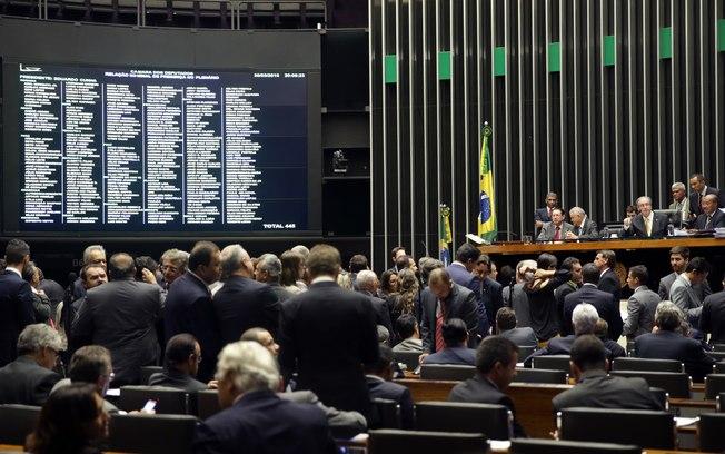 Em meio a polêmicas, Câmara aprova criação das comissões da Mulher e do Idoso