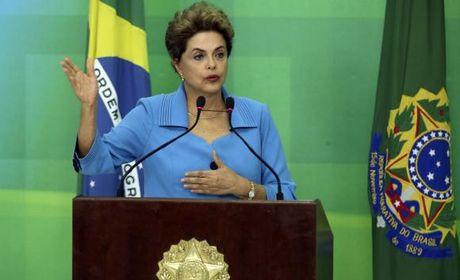 Dilma diz que lutará até o fim e acusa Temer de conspiração