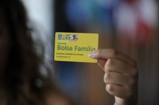 Publicado decreto que autoriza reajuste de 9% no Bolsa Família