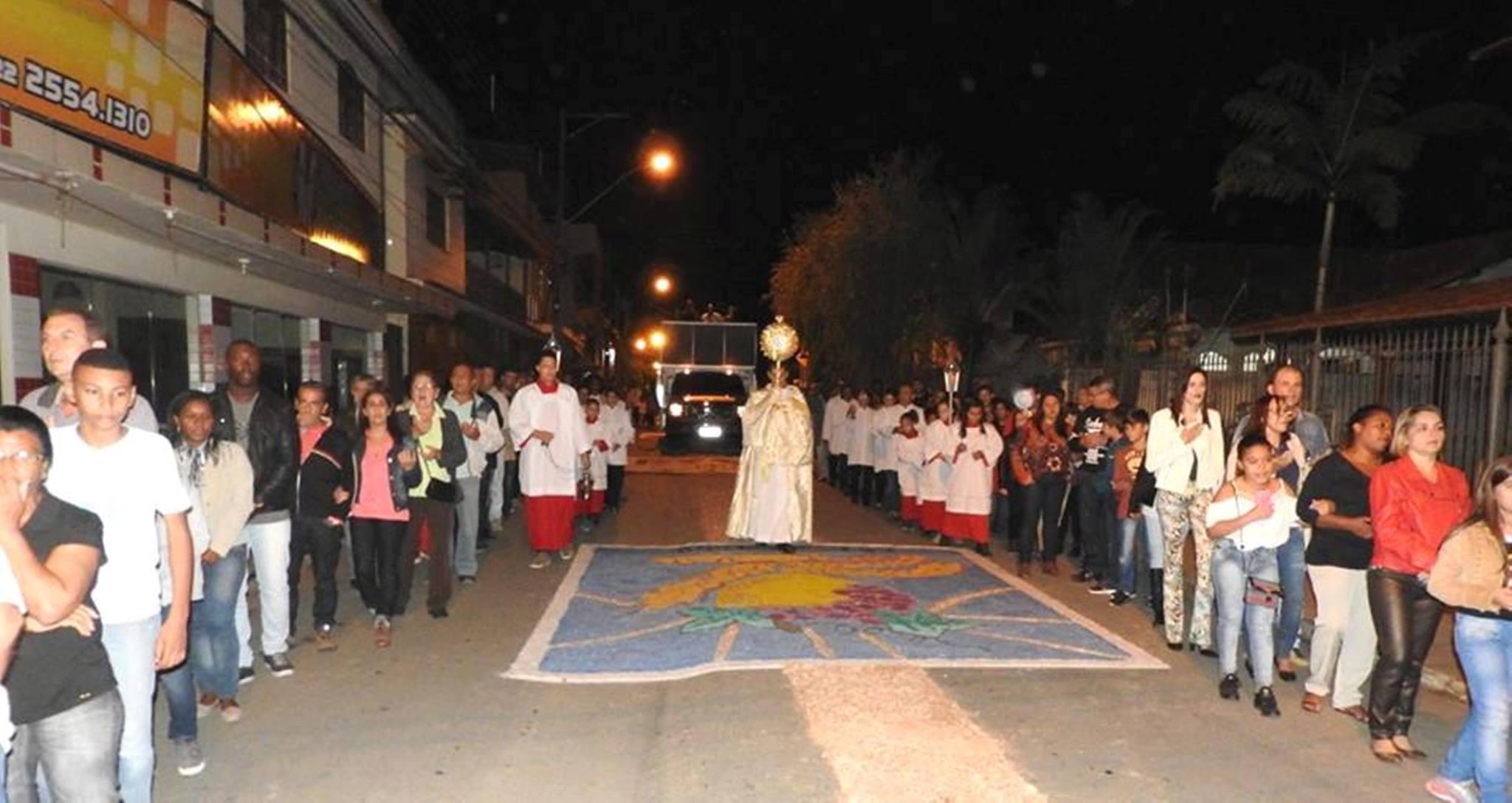 Missa e procissão marcam feriado de Corpus Christi em Macuco